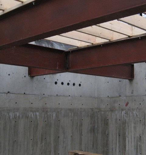 PRIMARY STRUCTURE – Connection of a steel beam to a concrete